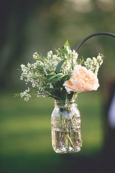 Ideas For Wedding Flowers Ceremony Outdoor Mason Jars August Wedding Flowers, Modern Wedding Flowers, Wedding Ceremony Flowers, Floral Wedding, August Flowers, Wedding Centrepieces, Spring Wedding, Wedding Bouquets, Aisle Flowers