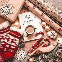 Christmas Collage, Cosy Christmas, Christmas Feeling, What Is Christmas, Christmas Background, Christmas Time, Grinch Christmas, Christmas Lights, Christmas Flatlay