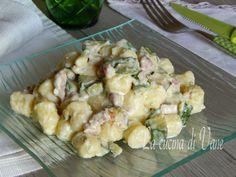Gnocchetti cremosi stracchino zucchine e speck, primo piatto gustoso facile e veloce con gnocchi e formaggio cremoso. Gnocchi e zucchine, primo di stagione