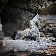 Харизма старой древесины    #коник #стараядревесина #вдеревне #старыйдом #прошлое #харизма #деревяннаяигрушка #бревна #деревянныеартефакты #музейдеревянногозодчества #стараядревесина #недлявсех #фактура #цвет #благороднаястарина #артобъект #деревянныеигрушки #простота #недлявсех #красотаповологодски #woodenhorse #oldwood #antique #simplicity #woodenartefacts #woodentoys #vabisabi #texture #charisma #OaK35 Wood Games, Shape Puzzles, Wooden Figurines, Wooden Horse, Wooden Shapes, Horse Sculpture, Made Of Wood, Vintage Decor, Wood Art