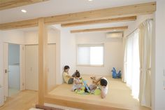 2階にリビングのある家。 僕は専ら和室でストレッチや筋トレをするので、畳は必需品。椅子もいいけど畳もね^^