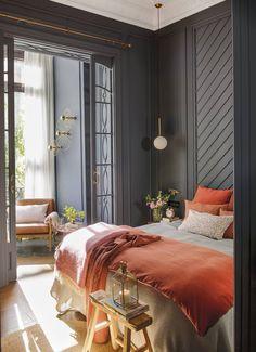 Un ancien bureau transformé en appartement à Barcelone - PLANETE DECO a homes world Romantic Master Bedroom, Master Bedroom Design, Home Bedroom, Modern Bedroom, Bedroom Decor, Coral Bedroom, Bedroom Ideas, Tangerine Bedroom, New York Bedroom