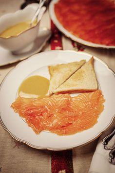 Gebeizter Lachs mit Honig-Senf-Sauce Ethnic Recipes, Food, Fish Dishes, Honey Mustard Sauce, Souffle Dish, Easy Meals, Essen, Meals, Yemek