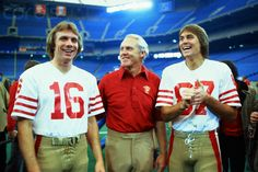 Coach Bill Walsh of San Francisco Forty-Niners with quarterback Joe Montana and wide receiver Dwight Clark at the superbowl. Get premium, high resolution news photos at Getty Images 49ers Players, Nfl Football Players, Football Season, Nfl 49ers, 49ers Fans, Montana Football, 49ers Nation, Forty Niners, Sporting Kansas City