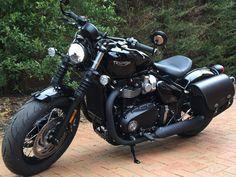 Womens Motorcycle Helmets, Bobber Motorcycle, Bobber Chopper, Cruiser Motorcycle, Cool Motorcycles, Motorcycle Design, Motorcycle Outfit, Motorcycle Girls, Vintage Motorcycles