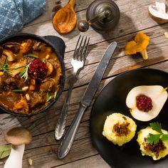 Rehgulasch mit Waldpilzen und Kartoffel-Maronen-Püree