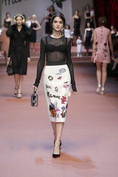 Dolce & Gabbana Mujer Otoño-Invierno 2015 2016 Fashion Show Unique Fashion, Love Fashion, Fashion Show, Womens Fashion, Fashion Design, Fall Fashion, 3d Rose, Fashion Week 2016, Embroidery Fashion