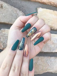 Champagne matte nails with gold foil - Nägel kunst - Uñas Cute Nails, Pretty Nails, My Nails, Long Acrylic Nails, Coffin Nails Long, Turquoise Acrylic Nails, Acrylic Nails Autumn, Acrylic Art, Fall Nail Designs
