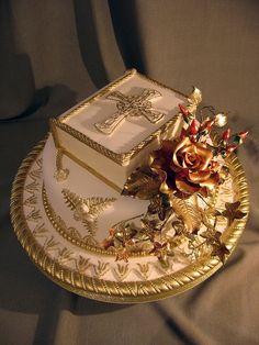 898 by Branka Jovanovic Beautiful Birthday Cakes, Gorgeous Cakes, Amazing Cakes, Foto Pastel, Cross Cakes, Religious Cakes, Confirmation Cakes, First Communion Cakes, Book Cakes