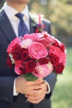 Bold pink and red bridal bouquet   photography by http://photography.michelemwaite.com/
