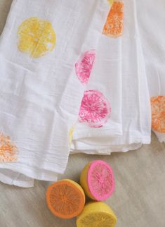 Fruit Painting Crafts for Kids (decorative pillow covers) Kids Crafts, Painting Crafts For Kids, Diy And Crafts, Arts And Crafts, Homemade Crafts, Fruit Painting, Fabric Painting, Diy Painting, Fabric Paint Shirt