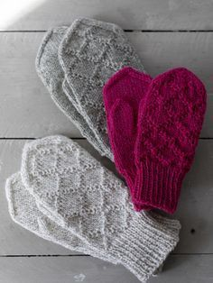 Kohoneulelapaset Kohoneulelapaset Always wanted to discover how to knit, but undecided where to begin? This specific Overall Beginner Kni. Diy Knitting Mittens, Fingerless Mittens, Knitted Slippers, Knitting Charts, Knitted Gloves, Knitting Stitches, Hand Knitting, Knitting Patterns, Knitting Projects