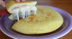 L'omelette De Patate à L' Italienne. (Ham and Cheese Potato Omelette) Mexican Food Recipes, Italian Recipes, Tapas, Good Food, Yummy Food, Cooking Recipes, Healthy Recipes, Catering, Foodies