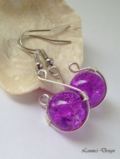 These earrings are for you who loves simple and tiny earrings. They are handmade using nickel-free earring hooks and light purple round crackle beads.