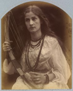 'O hark ! O hear!' by Julia Margaret Cameron, England, l Victoria and Albert Museum Vintage Photographs, Vintage Photos, Antique Photos, Julia Margaret Cameron, Victoria Reign, Modern Photographers, Gibson Girl, Pre Raphaelite, Illustrations