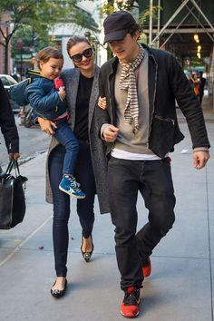 Miranda Kerr and Orlando Bloom step out following split. They are so cute together and her style is amazing