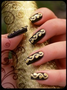 high-on-polish:  Egyptian nails  Gorgeous!