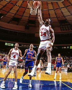 Charles Oakley is the New York Knicks' all time leader in offensive rebounds and ninth in NBA history! Basketball Legends, Sports Basketball, College Basketball, Basketball Players, Basketball Jones, Jordan Basketball, New York Knicks, Nike Air Flight, Nba Stars