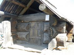 Музей-заповедник в Нижней Синячихе. Cabins In The Woods, House In The Woods, Timber Structure, Timber House, Wood Interiors, Tiny Spaces, Cozy Cabin, Log Homes, Paths