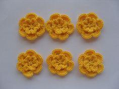Fleur jaune au crochet en coton jaune 4 cm . :http://www.alittlemercerie.com/autres-tricot-et-crochet/fr_fleur_jaune_au_crochet_en_coton_jaune_4_cm_-3913377.html