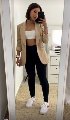 Sporty Outfits, Retro Outfits, Cute Casual Outfits, Stylish Outfits, Fashion Outfits, Look Legging, Look Blazer, Minimal Outfit, Classy Casual