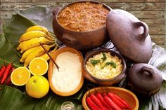 De influência portuguesa o Barreado originário dos sítios dos pescadores, com o decorrer do tempo, passou para as cidades litorâneas, onde é cultivado há aproximadamente 200 anos nos municípios de Antonina, Guaraqueçaba, Guaratuba, Morretes e Paranaguá.