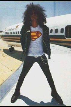 Slash di samping lear jet sewaan milik Metro Goldwyn Mayer (MGM) Grand Las Vegas. Pesawat yang mengantar Guns dalam Illusion Tur. Juga dipake pas pembuatan klip Estranged.