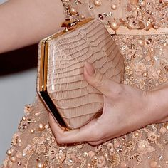 Jennifer Lopez Photos - Actress Jennifer Lopez, purse detail, attends the Annual Academy Awards at Hollywood & Highland Center on February 2015 in Hollywood, California. - Arrivals at the Annual Academy Awards — Part 3 Jennifer Lopez Fotos, Bridal Clutch, Fabric Bags, Rose Gold Color, Cute Bags, Clutch Purse, Evening Bags, Evening Clutches, My Bags