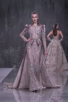 Ziad Nakad Look Fall Winter Haute Couture Collection : Stunning Embroidered Champagne Mermaid Evening Dress / Evening Gown with Long Sleeves, a Skirt and a Train. Fashion Runway by Ziad Nakad Haute Couture Dresses, Couture Fashion, Runway Fashion, Jojo Fashion, Womens Fashion, Beautiful Evening Gowns, Beautiful Dresses, Abed Mahfouz, Chanel Cruise