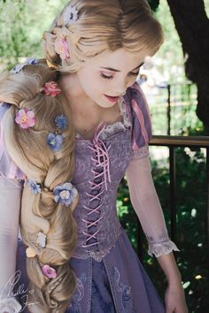 Tangled Rapunzel Disney Princess Cosplayer on We Heart It Disney Rapunzel, Tangled Rapunzel, Princess Rapunzel, Tangled Dress, Disney Princess Costumes, Rapunzel Dress, Rapunzel Cosplay, Disney Cosplay, Disney And Dreamworks