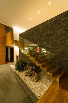 18 ideas para tener un jardín con piedras ¡debajo de la escalera! (de Claudia María Delgado)