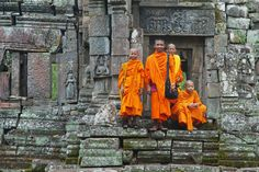 Phnompenh Siemreap Angkor Tour 10 days operated by Hanoi Tours Expert, a local tour company based in Hanoi, Vietnam which delivers outstanding tailor-made, private small group guided tours to all parts of Vietnam, Laos and Cambodia, Myanmar.