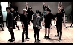 I just can't get enough of this song. These guys... they just own the stage. BIGBANG - 뱅뱅뱅 (BANG BANG BANG) DANCE PRACTICE