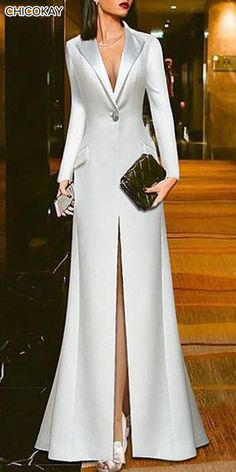Attractive Evening Dresses make you look more attractive. Such attractive evening dresses ensure that all eyes are on you in your environment. Women's Dresses, Fashion Dresses, Formal Dresses, Fashion 2018, 70s Fashion, French Fashion, Fashion History, Modest Fashion, Dresses Online
