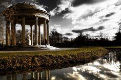 Versailles Temple de l'amour, via Flickr.