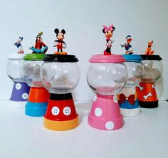 Mickey Mouse Clubhouse Gumball Centerpieces There are 6 characters that you can mix and match to your desire. 1 - The one and only Mickey Mouse - Currently out of stock!) Click this link for an alternate Mickey Mouse Gumball Centerpiece Disney Diy, Disney Crafts, Flower Pot Crafts, Clay Pot Crafts, Tree Crafts, Mickey Party, Minnie Mouse Party, Mickey Mouse Crafts, Mouse Parties