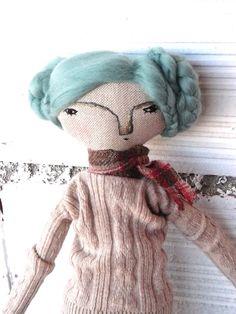 OOAK. Muñeca Nori realizada en lino y   algodón con pelo de lana merino. Bordada a mano. de AntonAntonThings en Etsy