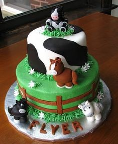 Today's cake of the day was sent in by mscoolicemui and is this really cute horses and cows cake! Isn't it really cute? I love the little cows and horses which are sitting around and on the cake! This is a great cake for any cow or horses lover! What do you think of this cake?