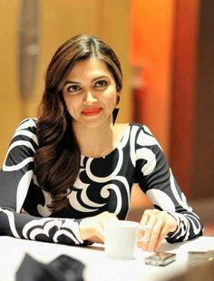 Deepika Padukone is one of the beautiful, talented, most popular and attractive actresses in Bollywood. And she is one of the highest-pai. Bollywood Actors, Bollywood Celebrities, Bollywood Fashion, Indian Film Actress, Indian Actresses, Deeps, Deepika Padukone Style, Indian Celebrities, Indian Girls