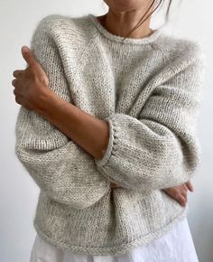 Baby Sweaters, Wool Sweaters, Knitting Stitches, Knitting Yarn, Diy Knitting Projects, How To Purl Knit, Beige Sweater, Knit Fashion, Minimalist Fashion