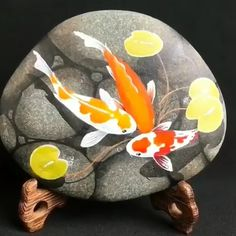 Rock Art Home Decor - Beautiful painting on the rock! Stone Art Painting, Pebble Painting, Dot Painting, Pebble Art, Rock Painting Patterns, Rock Painting Ideas Easy, Rock Painting Designs, Painted Rock Animals, Hand Painted Rocks