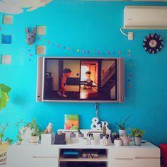 popさんの、Lounge,サボテン,カラフル,カラフルな壁,セルフペイント,アルファベット オブジェ,TV台まわり,Instagramやってます,TV壁掛け,Insta→popsweet823についての部屋写真