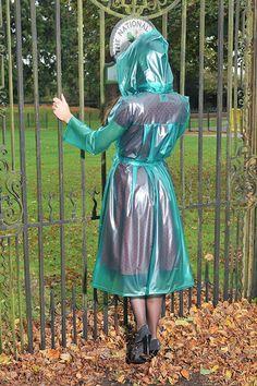 Turquoise hooded plastic mackintosh from PVC-U-LIKE. Clear Raincoat, Vinyl Raincoat, Pvc Raincoat, Plastic Raincoat, Hooded Raincoat, Pvc U Like, Imper Pvc, Transparent Raincoat, Parka