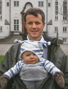 """europeroyalfamilies: """"Crown Prince Frederik of Denmark and his son Prince Christian """" Prince Christian Of Denmark, Prince Frederik Of Denmark, Prince Frederick, Danish Royalty, Baby Prince, Danish Royal Family, Crown Princess Mary, Cute Pictures, Kids"""