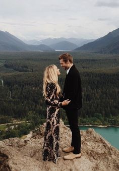 Engagement Pictures Gorgeous mountain engagement session, and the puppy proposal behind it is even more incredible! Engagement Photo Inspiration, Engagement Pictures, Engagement Shoots, Engagement Photo Dress, Formal Engagement Photos, Mountain Engagement Photos, Engagement Outfits, Winter Engagement, Couple Photography