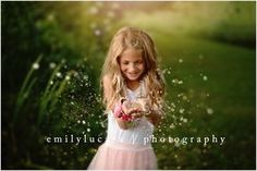 How to shoot a glitter photo. Glitter in a photo. Girl with glitter. Family photo session in St. Louis Missouri. Saint Louis child photographer