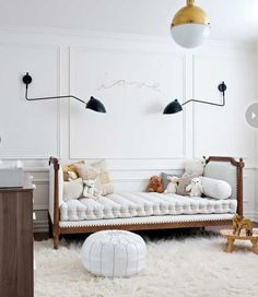 white-and-gold-accents-teenage-room - Home Decorating Trends - Homedit