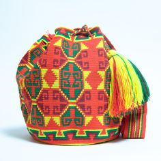 100% Handmade Hermosa Wayuu bags are rare art. Only small amounts are made because of the complexity and method to produce a single Hermosa Wayuu Bag. Only One Kind, Limited Edition, Extra Large Tight