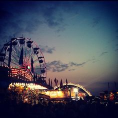 Carnival Fun Days turn into Nights.best time to go is at night. Carnival Photography, Art Photography, Amusement Park Rides, Carnival Rides, Fun Fair, Summer Aesthetic, Photo Galleries, Beautiful Places, Scenery