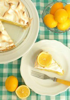 Old Fashioned Lemon Meringue Pie #vintage #baking #spring
